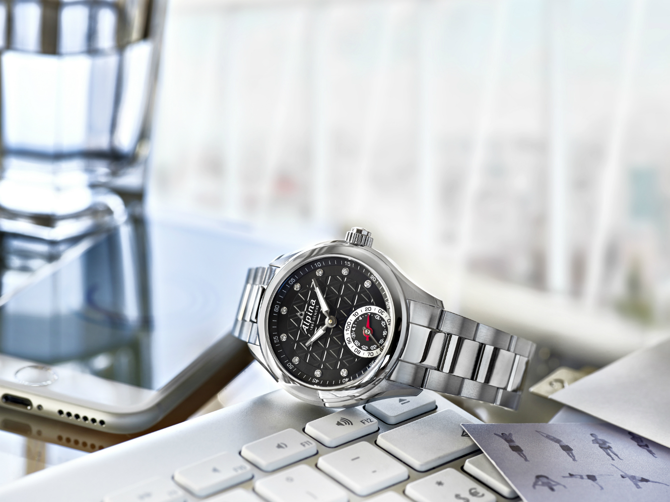 NUVO Summer 2015: Horological Smartwatch