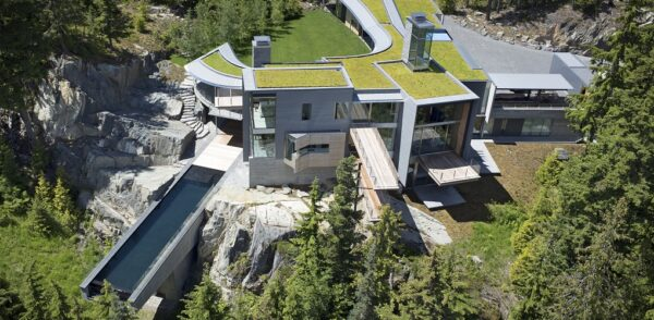 9 Stunning Residential Swimming Pools in Canada