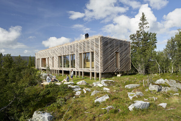 Skigard Cabin by Mork-Ulnes Architects