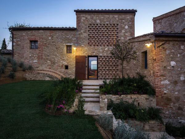 Home of the Week: Podere Navigliano by Ciclostile Architettura